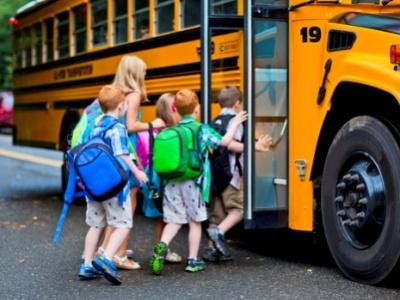 Изменены штрафы за нарушения при групповой перевозке детей